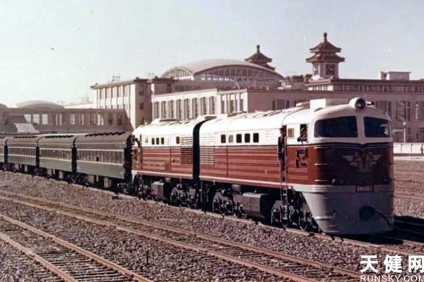 曾经的中国铁路货运机车NO.1 东风4型0001号出自大连!