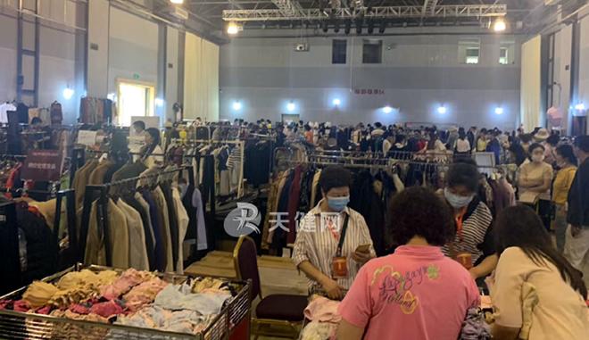 大连服装纺织业秋季特卖会启幕