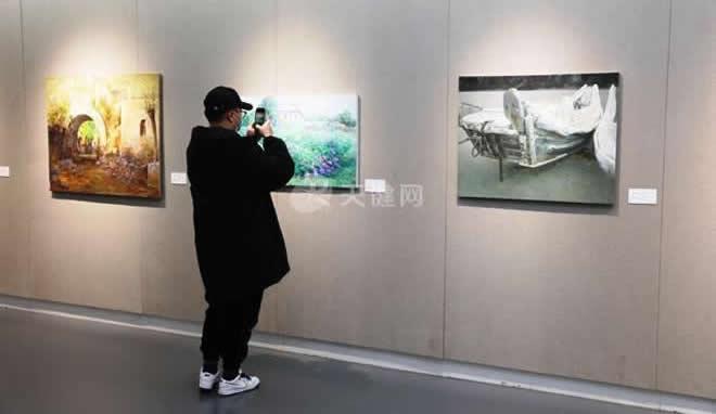 王琪油画艺术展亮相大连美术馆