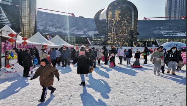 BG视讯_bg娱乐app平台下载冰雪运动体验日 市民享受滑雪乐趣
